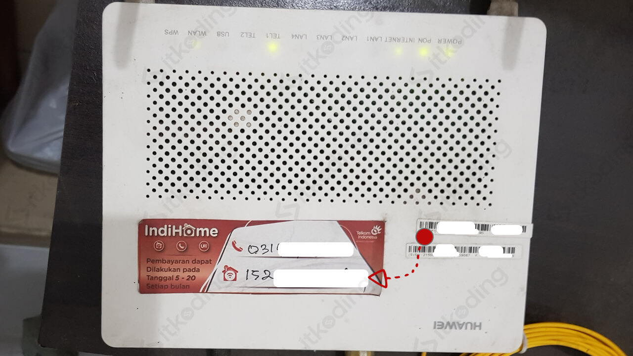 Sticker berisi nomor internet indihome di modem